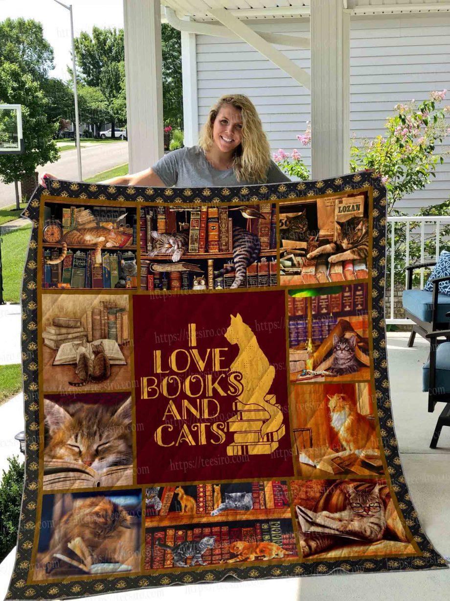 Cats and books Quilt Blanket 02