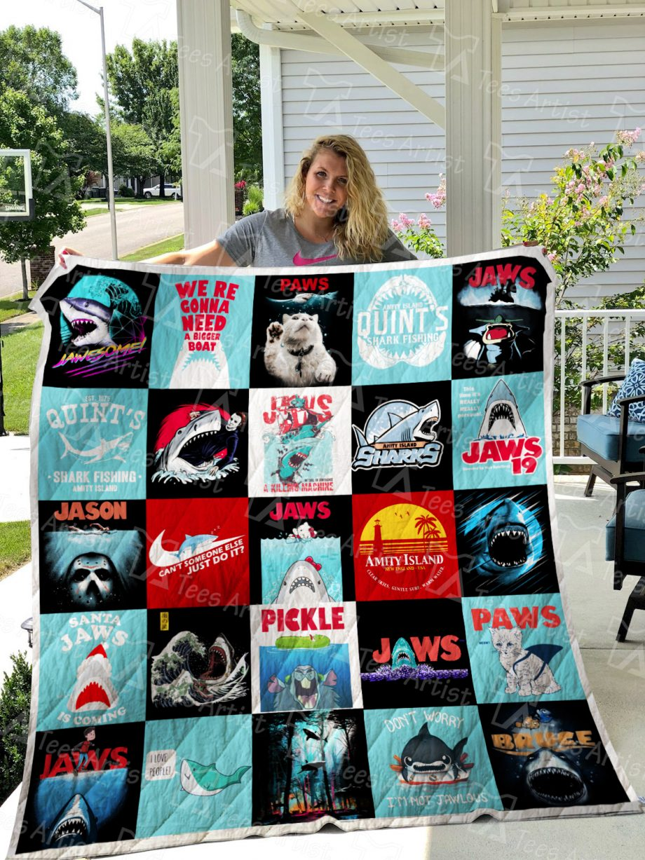 Jaws Quilt Blanket 01074