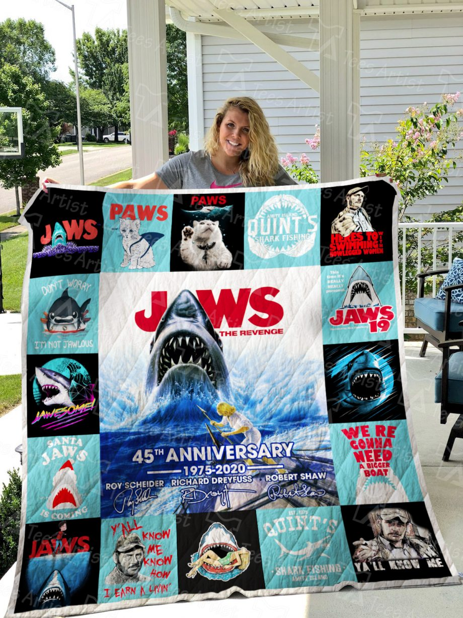 Jaws Quilt Blanket 01570